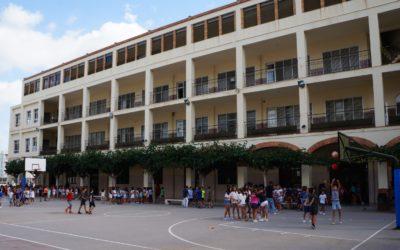Los alumnos dan vida al patio salesiano el primer día de colegio
